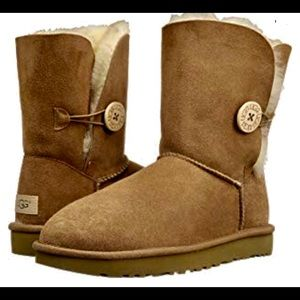 AUTHENTIC UGG BOOTS - New. Never worn